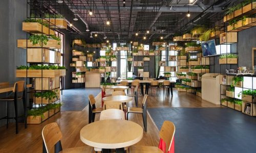 Uma Mistura de Café, Livraria e Jardins Suspensos