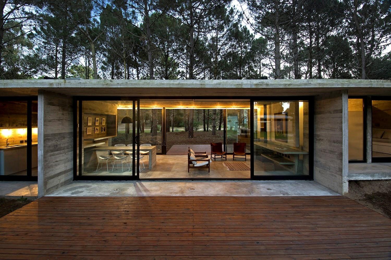 O Rústico Modernista Em Uma Floresta À Beira Mar