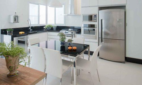 Cozinhas por Larissa Carbone Arquitetura e Interiores